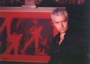 """Y. Neiman avec en arrière plan son tableau """"Haschich"""", 1968"""